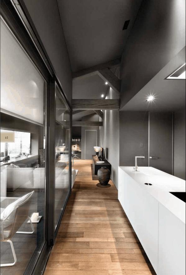 Parquet e cucina bianco