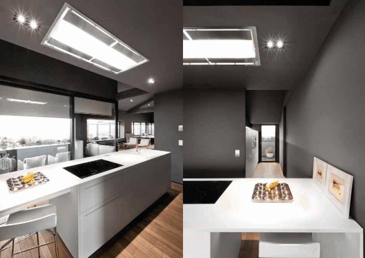 Cucina laccata bianca e parquet scuro